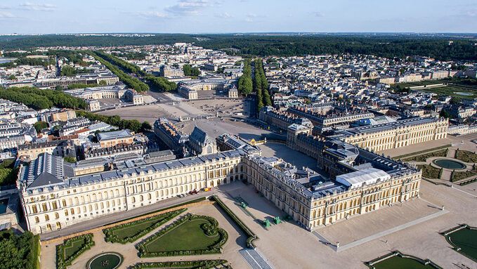 1024px-Vue_aérienne_du_domaine_de_Versailles_par_ToucanWings_-_Creative_Commons_By_Sa_3.0_-_083.jpg